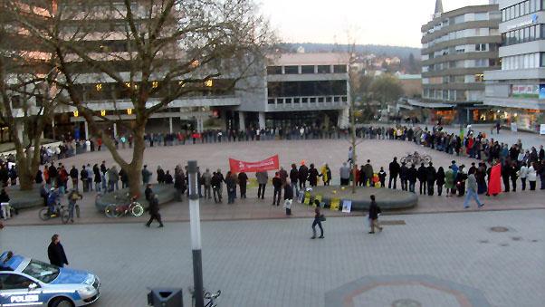 Bild: Der Anti-Atom-Kreis auf dem Marktplatz