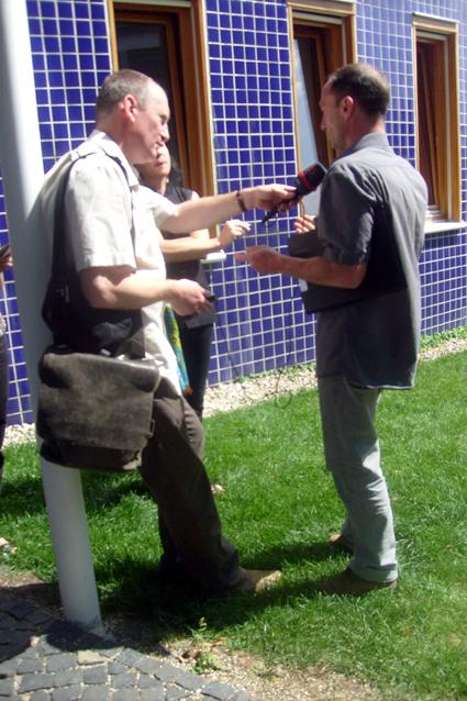 Bild: Der SWR interviewt Ute Hötzer und Patrick Thiel vom Vorstand der Gewerbekultur nach der Niederlage