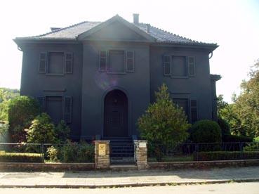 Bild: Die umstrittene schwarze Villa in der Friedenstrasse103