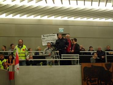 Bild: Bürgerprotest auf der Tribüne im Gemeinderat ...