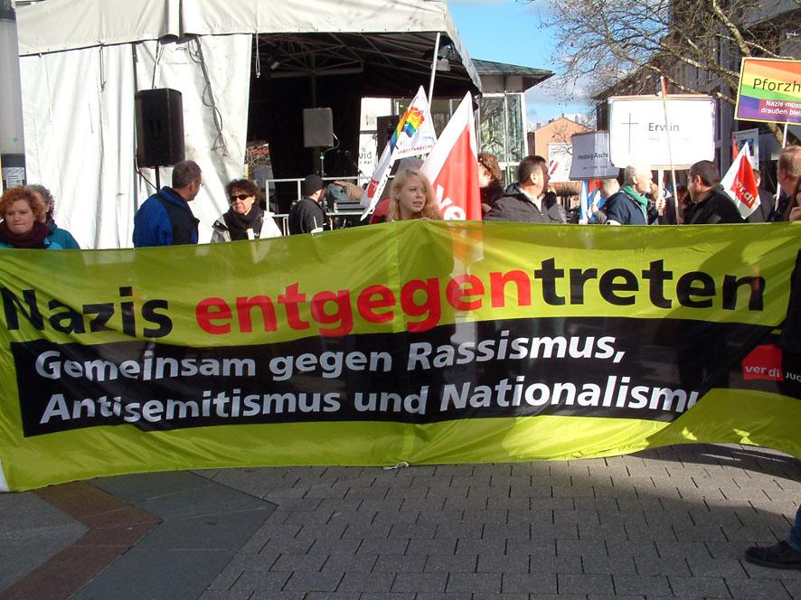 Bild: Protest gegen FHD-Mahnwache im Jahr 2014 auf dem Pforzheimer Marktplatz