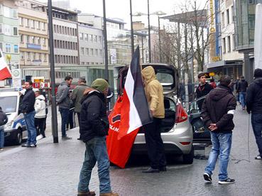 Bild: Neonazis der vom Verfassungsschutz beobachtenden Partei Die Rechte hetzen auf dem Leopoldplatz