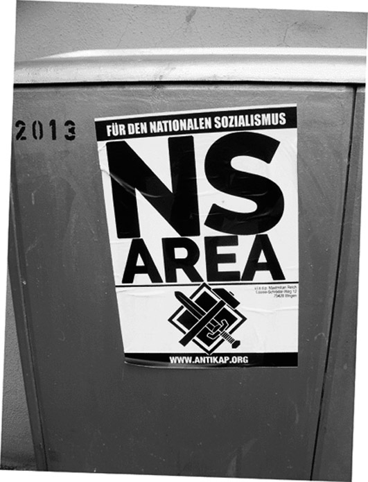 Bild: Nazis verkleben Mitte 2018  in der Pforzheimer Nordstadt illegal Plakate mit Aufschrift NS-Area auf-Verteilerkästen der SWP..