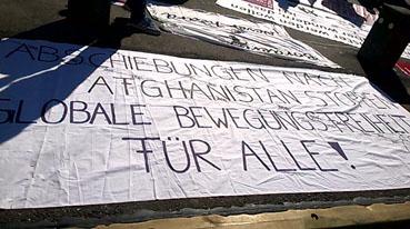 Bild: Transparent auf dem Bahnhofsvorplatz am 13. Oktober 2018