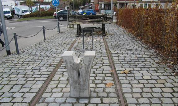 Bild: Denkmal am ehemaligen Hauptgüterbahnhof in Pforzheim für die von hier verschleppten jüdischen Bürger