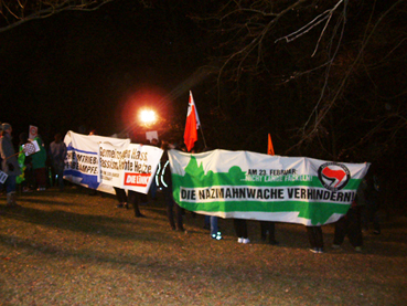 Bild: Demonstranten kurz vor der Absperrung auf dem Wartberg-Plateau