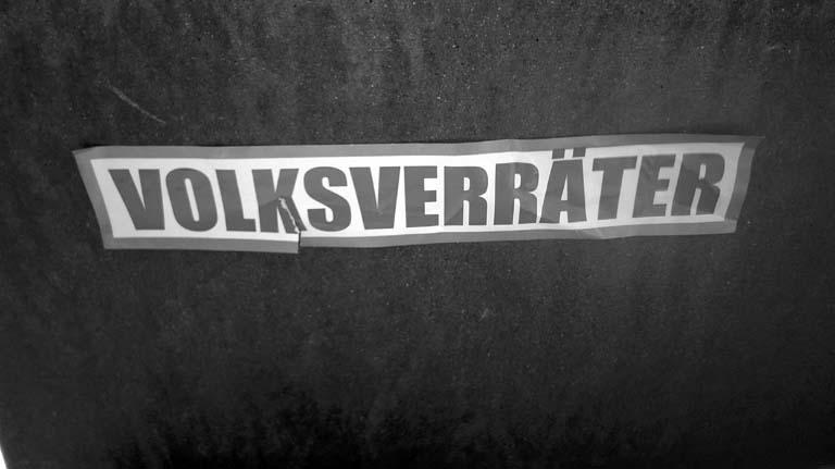 Bild: Auch in Pforzheim tauchen im Wahlkampf in der Stadt Päpper rechtsextremer Gruppen und Parteien auf ..