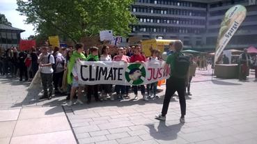 Bild: Schüler demonstrieren  für mehr Klimaschutz auch in Pforzheim..