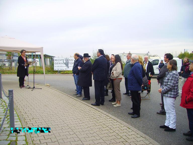 Bild: Bürgermeisterin Sybille Schüssler bei ihrere Ansprache am Mahnmal
