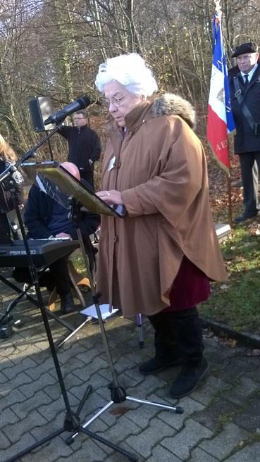 Bild: Madame Mireille Hincker von Souvenir Francais bei ihrer Rede in Pforzheim