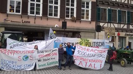 Bild: Agitation gegen die verfehlte Agrarpolitik vom Traktor aus gehalten..