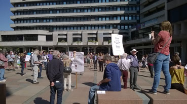 Bild: Teilnehmer an der Hygienedemo auf dem Pforzheimer Marktplatz am 25.04. 2020