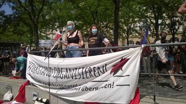 Bild: Banner gegen Rechts auf der Demo gegen neues weissen Rassismus