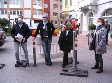 Bild: v.l.: Martin Eisenhauer, Sybille Schüssler an der Warnbake..
