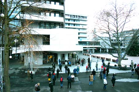 Bild: Querdenker Anfang Janaur 2021 vor dem Rathaus in Pforzheim trotz hoher Coronazahlen..
