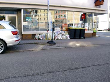 Bild: Gelbe Säcke am Strassenrand gehören ab 2022 der Vergangenheit an..  (Foto: ron)