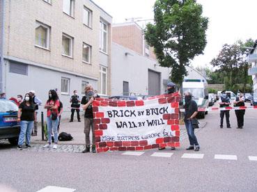 Bild: Demo gegen Abschiebung vor dem Abschiebegefängnis Pforzheim 2020 (Foto.ron)