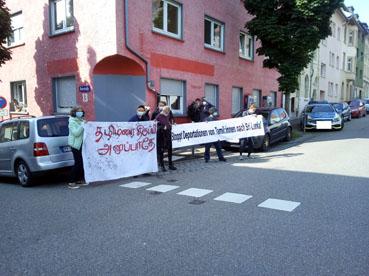 Bild: Lautstarker Protest gegen die Abschiebung der Tamilen in Pforzheim