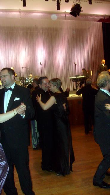 Bild: Auch unser amtierender Ministerpräsident Stefan Mappus schwang das Tanzbein...(links OB Gert Hager) Foto: Neff