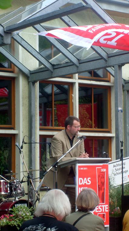 Bild: OB Gert Hager sprach beim 1. Mai in Pforzheim..