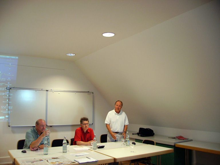 Bild: v.l.: Dr. Volker Roesseler, Wolfgang Höpfner (SSB Stuttgart), Verkehrsexperte, Stadtrat Wolfgang Schulz (WiP),
