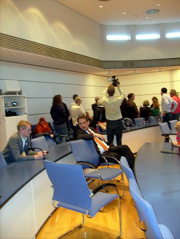 Bild: Resignierend: Prof. Dr. Erik Schweikert (FDP) am Ende seiner politischen Karriere? (Foto: R.Neff)