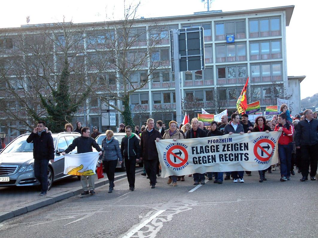 Bild: Demo gegen Fackelmahnwache 2014