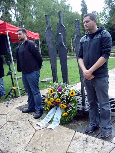 Bild: Mahnwache am Mahnmal für die Opfer des NS-Faschismus