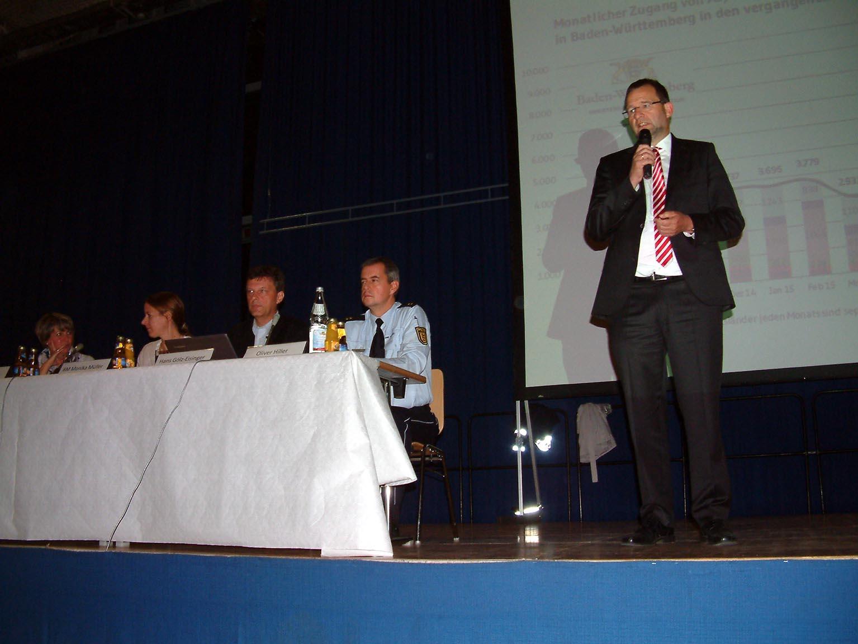 Bild: Das Podium, rechts OB Gert Hager (Foto.Neff)
