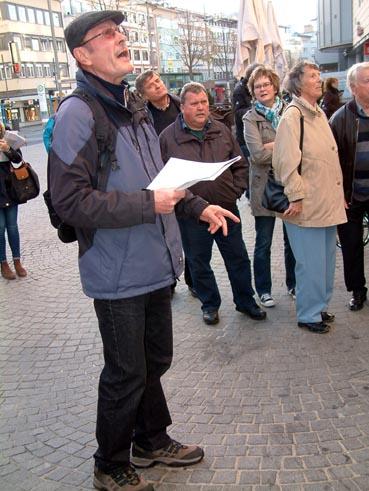 Bild: Gerhrd Brändle vor dem ehemaligen Kino am Leopoldplatz