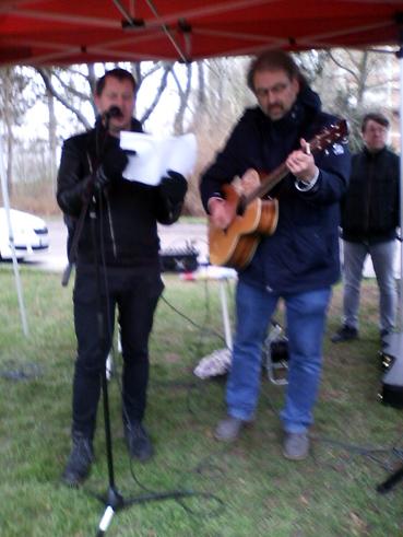 Bild: v.l.: Milan Kopriva (voc)  und Martin Flasch an der Gitarre  (Foto. R.Neff)