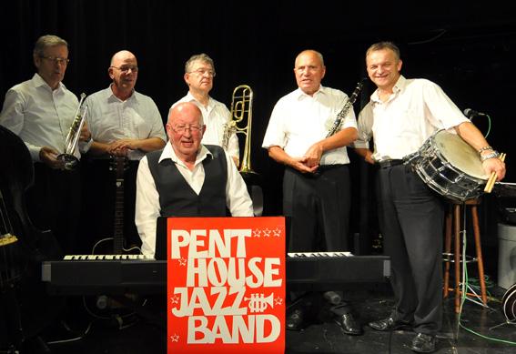 Bild: Penthouse Jazzband spielt auf..